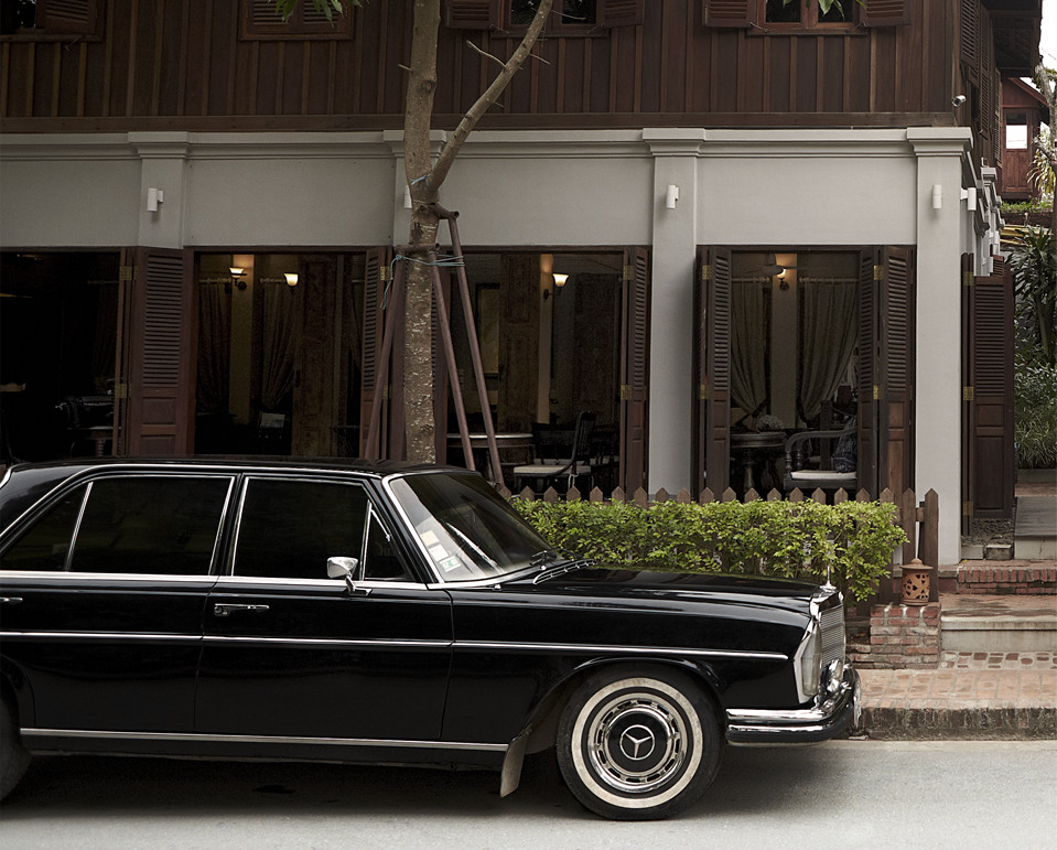 classic mercedes limo from luang prabang airport