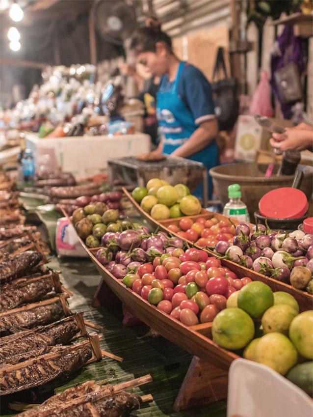 local luang prabang market